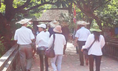 Chèo kéo, chặt chém ngay nơi cửa Phật - 1