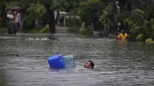 Thủ đô Philippines tê liệt vì mưa bão - 1
