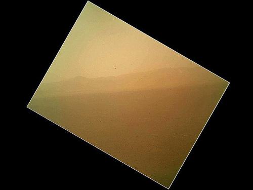 Tàu Curiosity gửi ảnh màu đầu tiên từ Sao Hỏa - 1