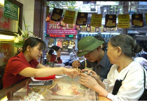Rục rịch gom vàng chờ tăng giá - 1