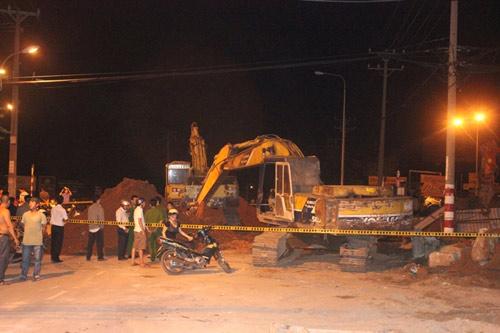 Sập hầm công trình, 3 người bị vùi chết - 1