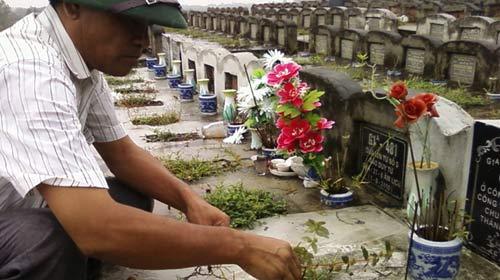 Sống dư dả nhờ... nghĩa trang - 1