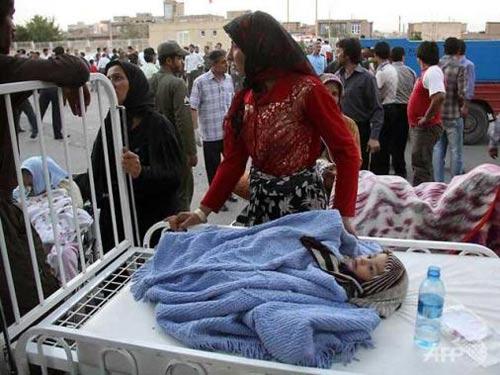 Động đất kép tại Iran, ít nhất 180 người chết - 1
