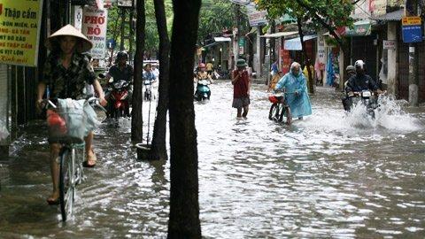 HN: Đi thuyền trên phố sau trận mưa lớn - 1