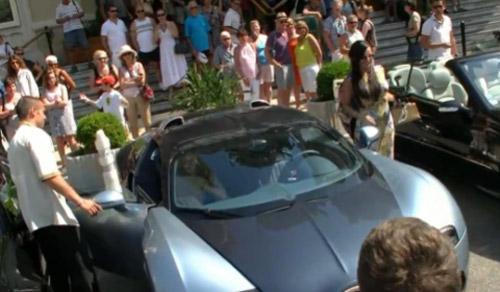 'Ngỡ ngàng' chân dài lái Bugatti Veyron - 1
