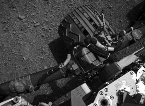 """Tàu thăm dò sao Hỏa lần đầu tiên """"vươn mình"""" - 1"""