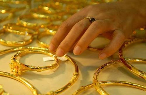 Vàng rớt giá sau khi qua mốc 43 triệu - 1