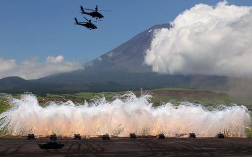 Chùm ảnh: Nhật Bản tập trận tại núi Phú Sĩ - 1