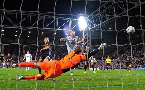 Hearts - Liverpool: Giải tỏa áp lực - 1