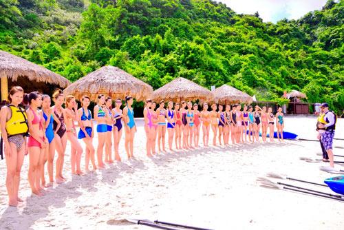 Thí sinh VNTM mặc bikini đua thuyền - 1