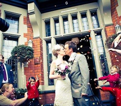 Ảnh cưới tại 22 nước của cặp đôi Anh - 1