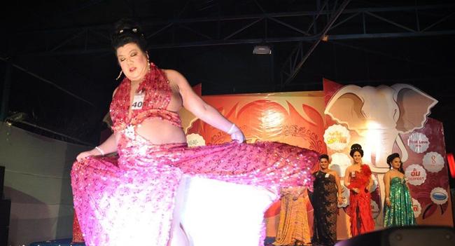 Một hình ảnh khó đỡ trong cuộc thi hoa hậu béo được tổ chức tại Thái Lan trong năm 2012.