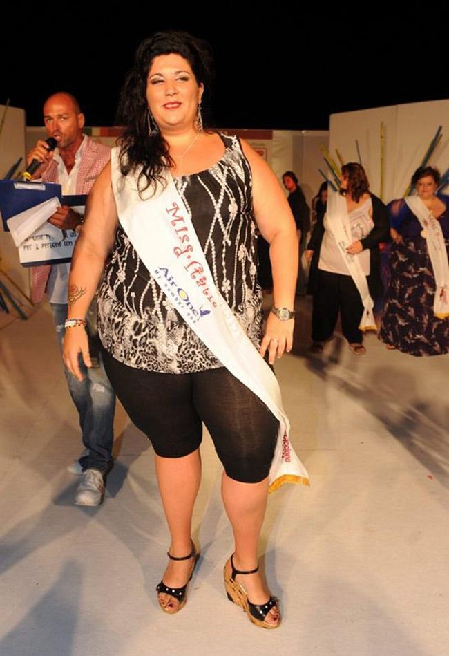 Giải thưởng Miss Cicciona 2011 được giao cho cô Ornella Chiapperini tới từ thành phố Naples, Ý.