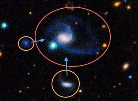 Phát hiện 2 bản sao y hệt dải Ngân hà - 1