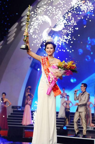 Rơi nước mắt vì con thành Hoa hậu - 1