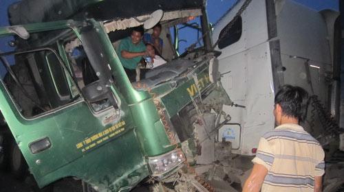 Nghệ An: Kẹt xe 15km vì tai nạn giao thông - 1