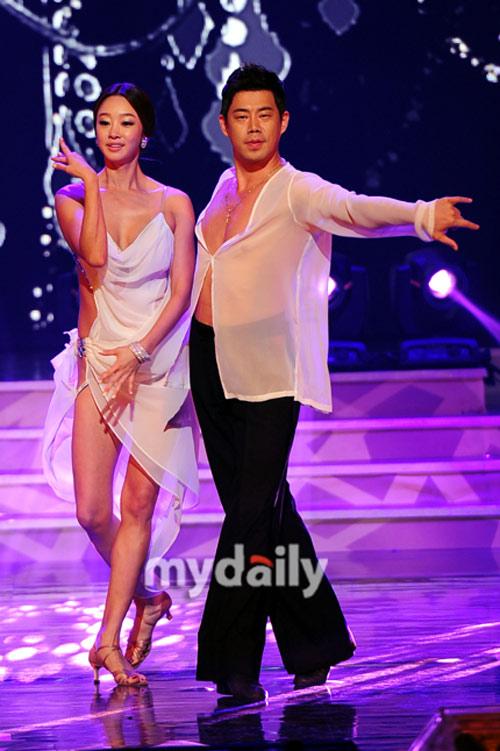 Choi Yeo Jin lại gây nóng mắt vì mặc hở - 1