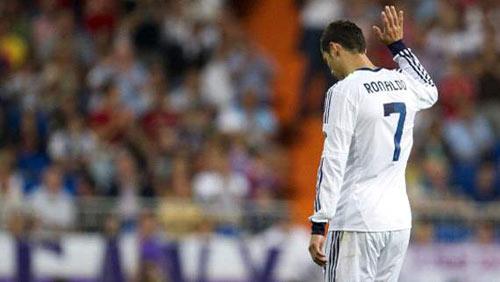 """Ronaldo """"buồn"""" vì lương thấp? - 1"""