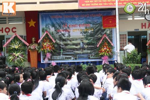 Học sinh cả nước chào đón năm học mới - 1