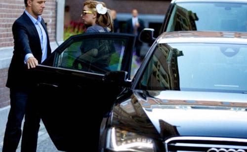 Lady Gaga lái siêu xế Audi A8 - 1