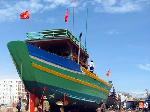 Tiếp sức cho ngư dân vươn khơi - 1