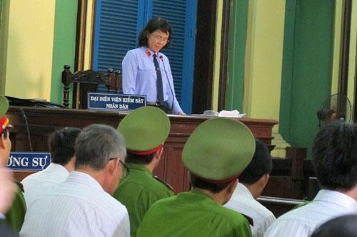 Nhà báo Hoàng Khương bị tuyên 4 năm tù - 1