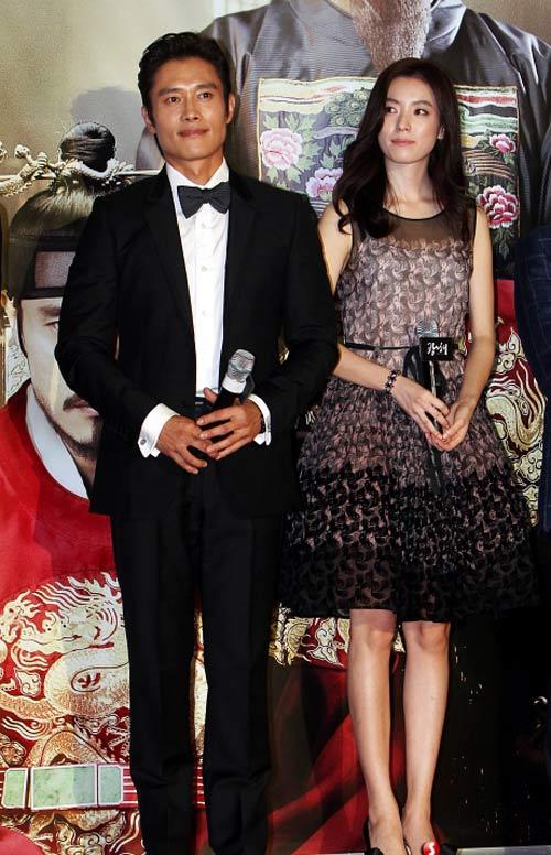 Vợ chồng Jang Dong Gun gây chú ý - 1