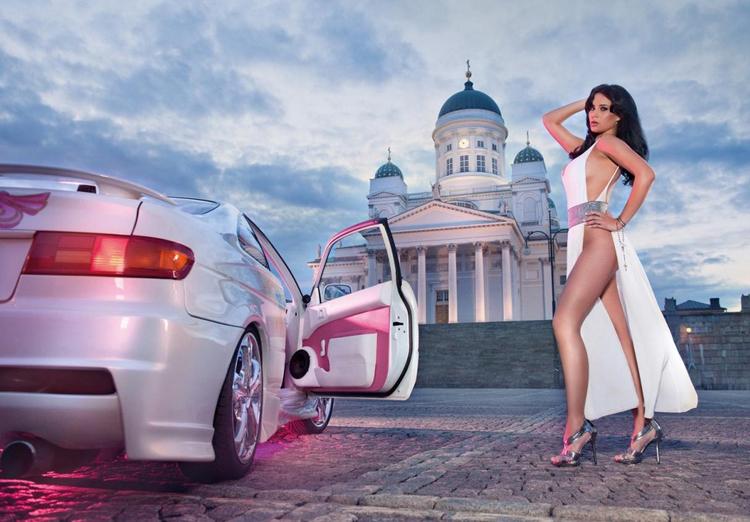 Frizzi Arnold, Hoa hậu xế độ 2013 vừa cho ra mắt bộ ảnh lịch 2013 nóng bỏng được thực hiện tại Helsinki, thủ đô đồng thời là thành phố lớn nhất Phần Lan.