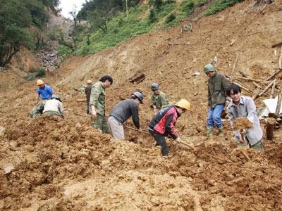 Yên Bái: Tiếp tục tìm kiếm nạn nhân vụ sạt lở - 1