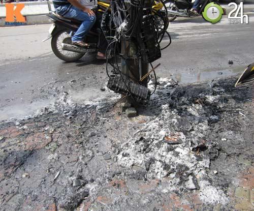 Hà Nội: Cháy cột điện, người dân hoảng loạn - 1