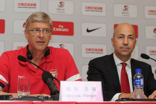 Arsenal ký HĐ với Wenger: Niềm tin nhầm chỗ? - 1