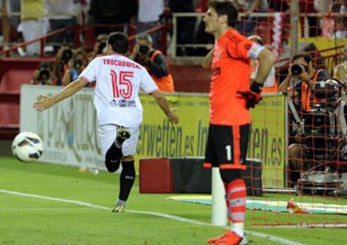 Sevilla - Real: Kền kền mắc bẫy - 1