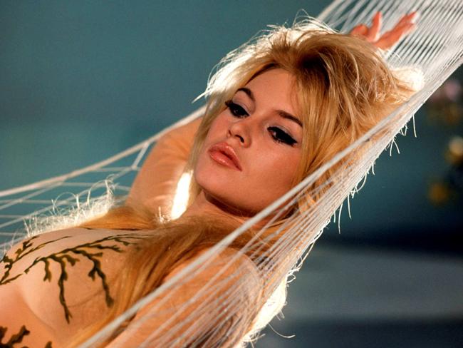 Từ nhỏ, Brigitte Bardot đã có ước mơ trở thành diễn viên múa, nhưng điện ảnh đã đến với bà như một định mệnh.