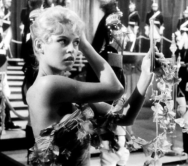 Bardot đã từng kết hôn với 4 người đàn ông nhưng rốt cục hiện giờ bà sống một mình ở Pháp.