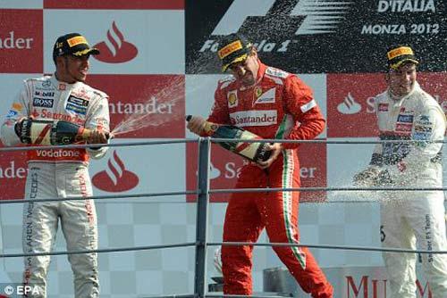 McLaren nhắm người thay Hamilton - 1