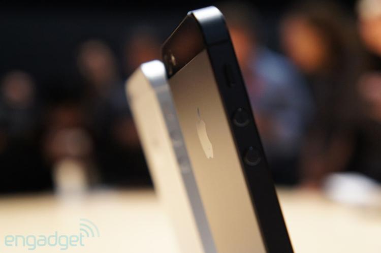 Theo nhà sản xuất cho biết, sẽ tiến hành nhận đơn đặt hàng iPhone 5 từ ngày 14 tháng 9 tới, và máy sẽ đến tay những khách hàng đầu tiên vào ngày 21 tháng 9 nếu bạn sống tại Mỹ, Canada, Anh, Pháp, Đức, Australia, Nhật Bản, Singapore hoặc Hồng Kông.