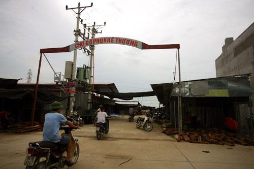 """Cận cảnh chợ bán """"vàng mun"""" ở Bắc Ninh - 1"""