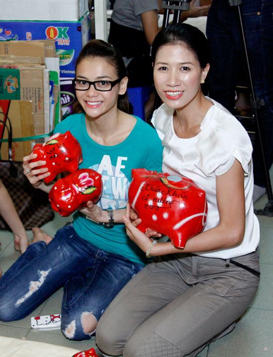 Trang Trần đập heo mua xe đạp từ thiện - 1