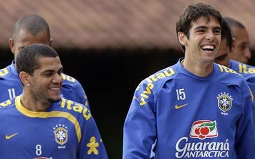 Alves khuyên Kaka rời Real - 1