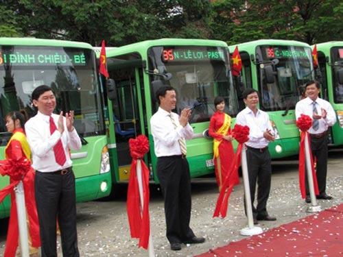 Xe buýt nhỏ thông minh chính thức hoạt động - 1