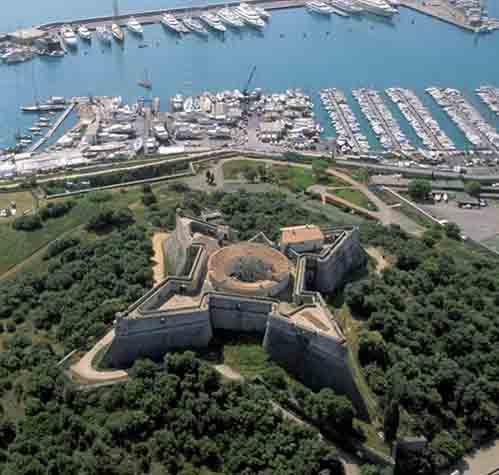 10 pháo đài kiên cố hình sao - 1
