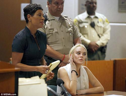 Lindsay Lohan lái xe đâm người rồi bỏ chạy - 1