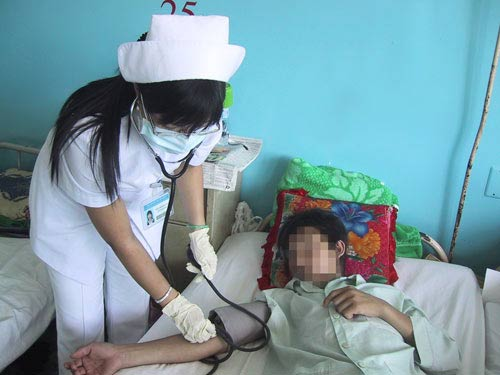 Bệnh sốt xuất huyết: Dễ chết do chủ quan! - 1