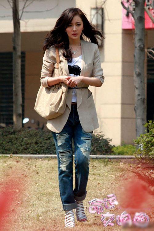 Học sao Cbiz mặc jeans cá tính, sexy - 1