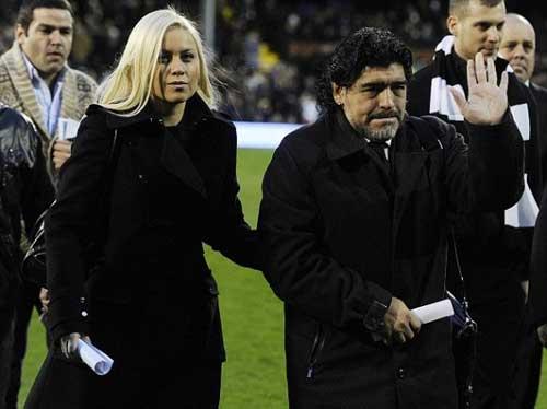 Maradona bất ngờ làm bố - 1