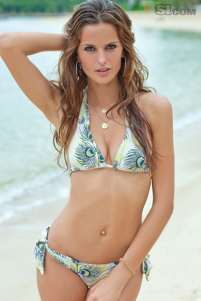 Với chiều cao 1m77 cùng số đo 3 vòng tuyệt hảo 86-60-90, chân dài đến  từ xứ sở samba - Izabel Goulart luôn là lựa chọn hàng đầu của các hãng  thời trang danh tiếng. Cô gái 27 tuổi này là một trong những thiên thần  của Victoria's Secret và từng lên bìa tạp chí bikini danh tiếng SI. Năm  2011 đánh dấu thành công của Izabel Goulart khi cô được bầu chọn vào  danh sách 100 phụ nữ quyến rũ nhất hành tinh. Hiện Izabel đang là bạn  gái tiền vệ người Nga Diniyar Bilyaletdinov, một cầu thủ không thực sự  nổi tiếng dù đã có thời thi đấu tại giải Ngoại hạng Anh trong màu áo của  Everton.
