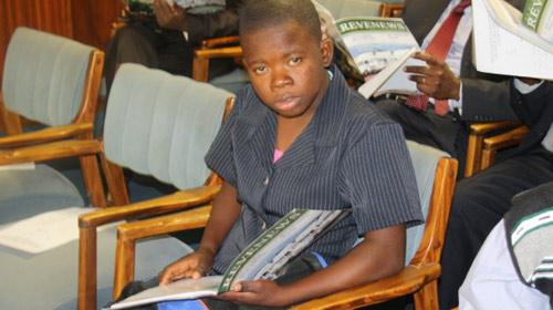 Zimbabwe: Cô bé 14 tuổi đỗ đại học - 1