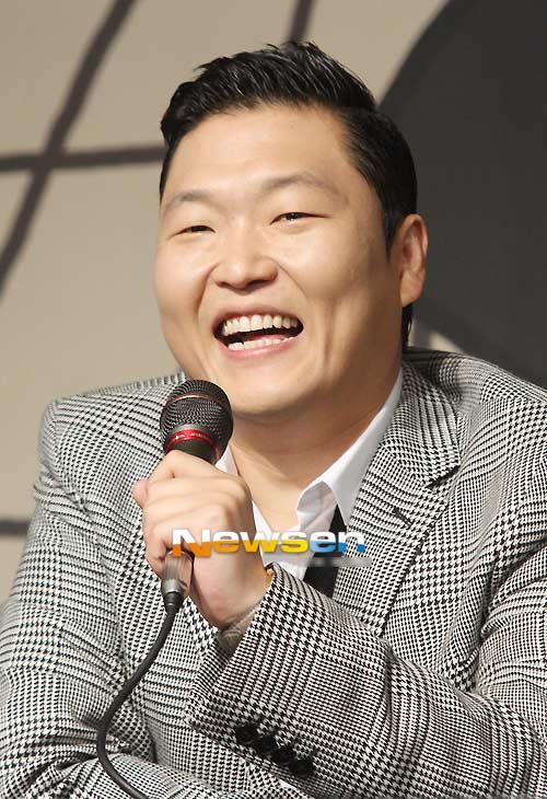 Cha đẻ Gangnam Style sẽ nhảy bán nude - 1
