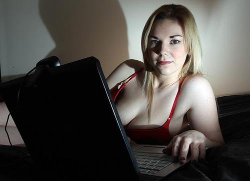 Nữ sinh kiếm tiền học bằng ''công nghệ tình dục'' - 1