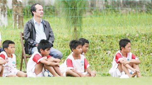 Ông bầu Việt qua Lào đầu tư bóng đá - 1